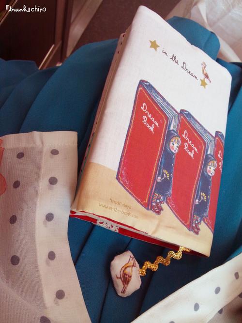 電車で本を読みながら、ブックカバーも新しく。_f0223074_19414050.jpg