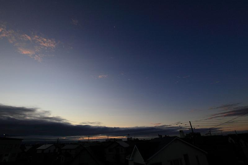 夜明けの月_a0160581_21332313.jpg