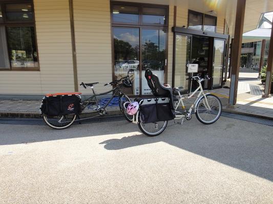 家族でサイクリング_c0132901_20235056.jpg