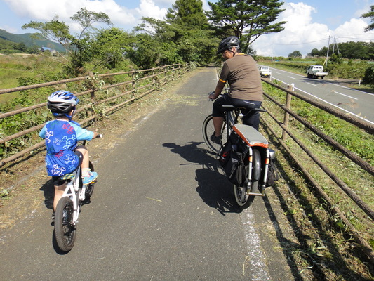 家族でサイクリング_c0132901_20255387.jpg