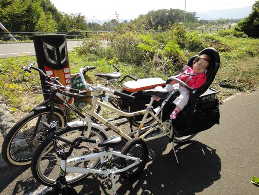 家族でサイクリング_c0132901_2028351.jpg