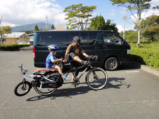 家族でサイクリング_c0132901_2032502.jpg