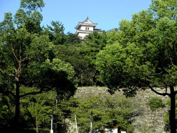 お城の見える街かど_b0093754_23404751.jpg