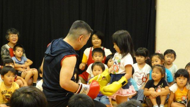 Boxing man in a kindergarten_c0157558_12185036.jpg