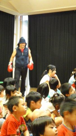 Boxing man in a kindergarten_c0157558_1218642.jpg