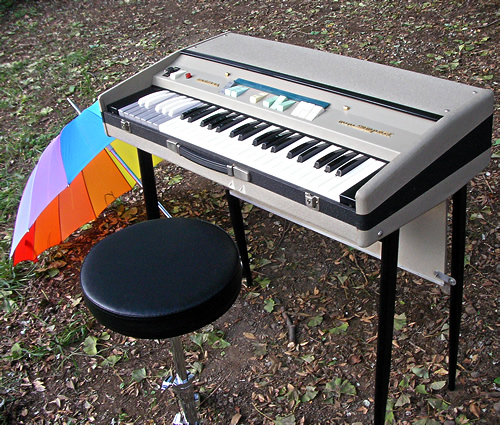 Farfisa Mini Compact in the park_e0045459_184457.jpg