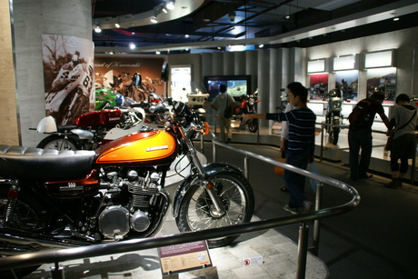カワサキワールドには素晴らしいバイクがいっぱい(3/9)_d0181492_16315172.jpg