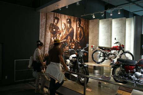 カワサキワールドには素晴らしいバイクがいっぱい(3/9)_d0181492_16325274.jpg