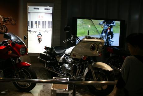 カワサキワールドには素晴らしいバイクがいっぱい(3/9)_d0181492_16331748.jpg