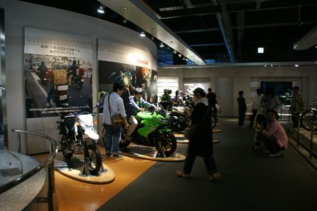 カワサキワールドには素晴らしいバイクがいっぱい(3/9)_d0181492_16334322.jpg