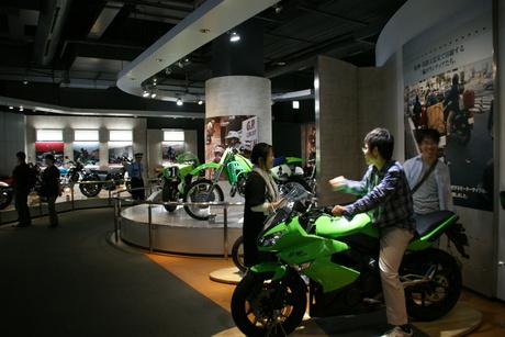 カワサキワールドには素晴らしいバイクがいっぱい(3/9)_d0181492_16343682.jpg