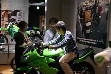 カワサキワールドには素晴らしいバイクがいっぱい(3/9)_d0181492_1634975.jpg