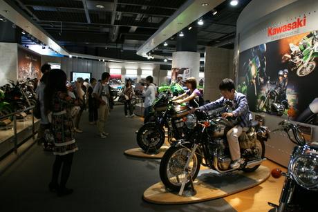 カワサキワールドには素晴らしいバイクがいっぱい(3/9)_d0181492_1636739.jpg