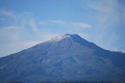 初冠雪の鳥海山_b0084826_8122398.jpg