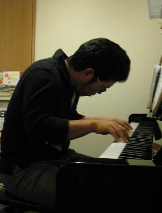 きょう30日夜7時~、ジャズピアノ生演奏!_e0130185_23424480.jpg