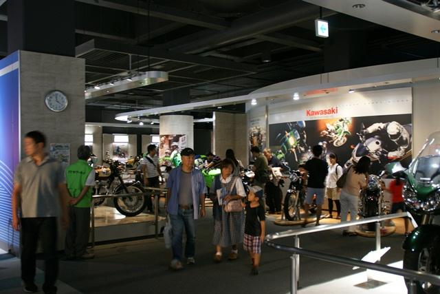 カワサキワールドには素晴らしいバイクがいっぱい(5/9)_d0181492_6243292.jpg