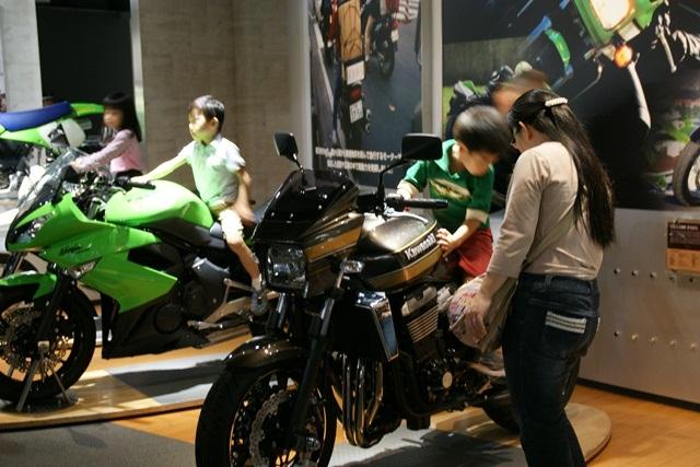 カワサキワールドには素晴らしいバイクがいっぱい(5/9)_d0181492_6252612.jpg