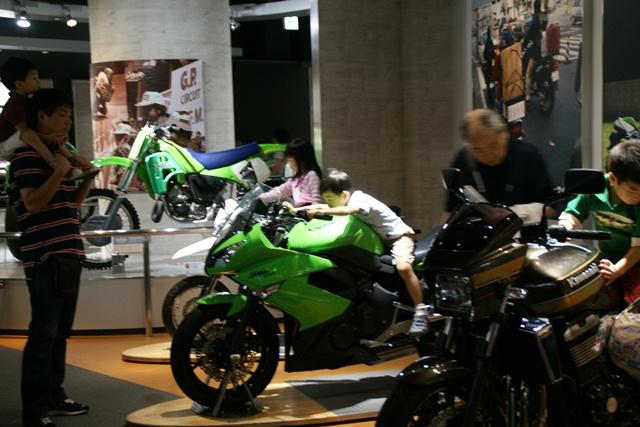 カワサキワールドには素晴らしいバイクがいっぱい(5/9)_d0181492_6253959.jpg