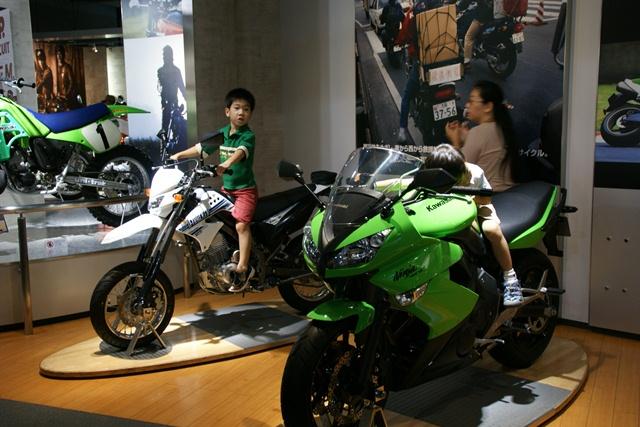 カワサキワールドには素晴らしいバイクがいっぱい(5/9)_d0181492_6255381.jpg