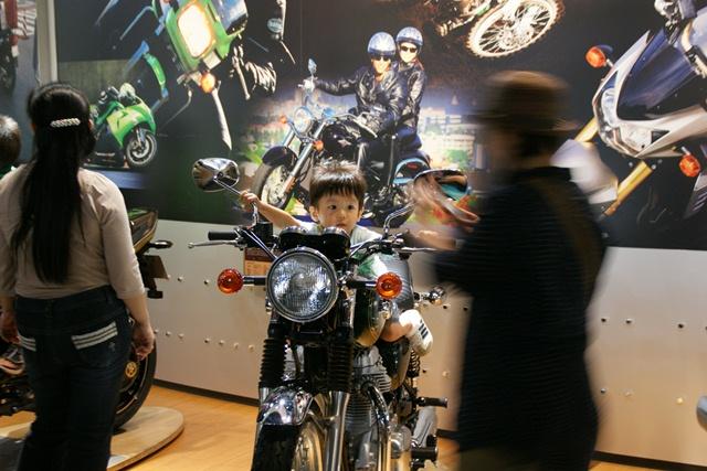 カワサキワールドには素晴らしいバイクがいっぱい(5/9)_d0181492_625972.jpg