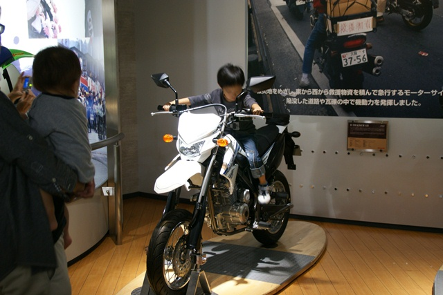 カワサキワールドには素晴らしいバイクがいっぱい(5/9)_d0181492_6263415.jpg