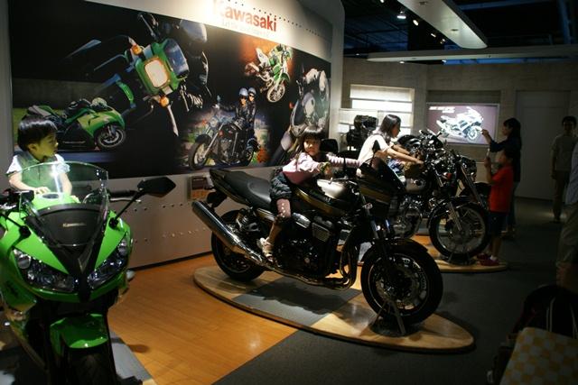 カワサキワールドには素晴らしいバイクがいっぱい(5/9)_d0181492_626641.jpg