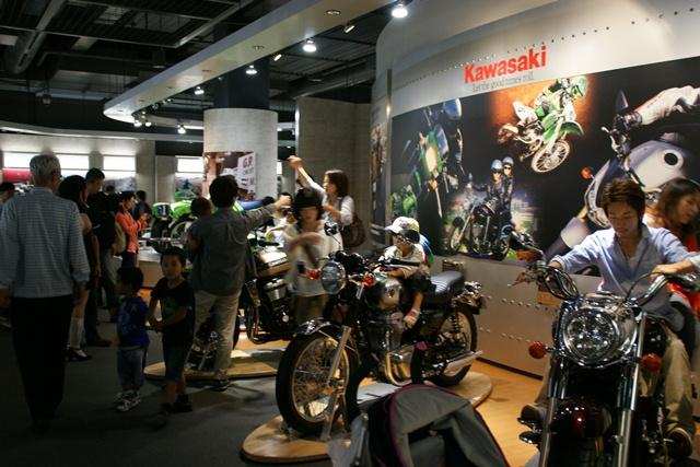 カワサキワールドには素晴らしいバイクがいっぱい(5/9)_d0181492_628132.jpg