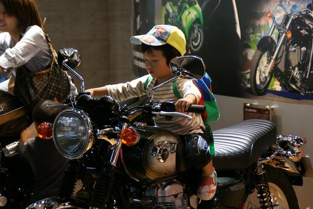 カワサキワールドには素晴らしいバイクがいっぱい(5/9)_d0181492_6284043.jpg