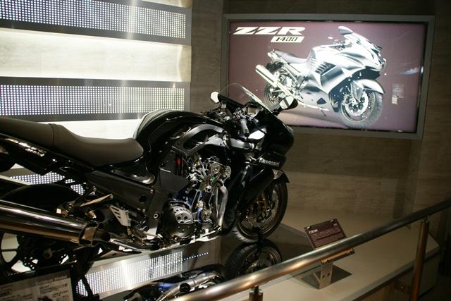 カワサキワールドには素晴らしいバイクがいっぱい(5/9)_d0181492_6303125.jpg