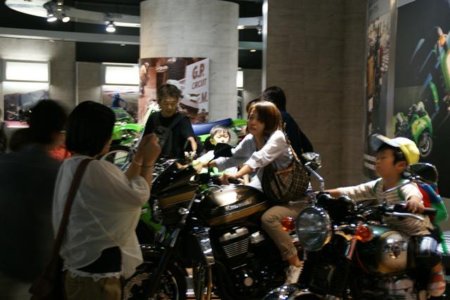 カワサキワールドには素晴らしいバイクがいっぱい(5/9)_d0181492_6414364.jpg