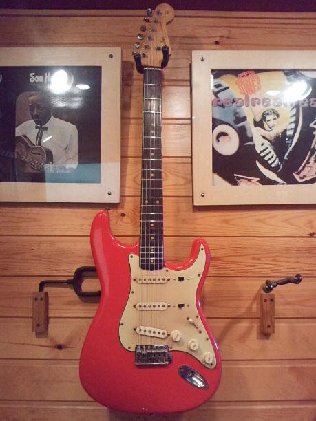1961年生まれの「佐橋佳幸さん」と「Fender Strat」。_e0053731_15431832.jpg