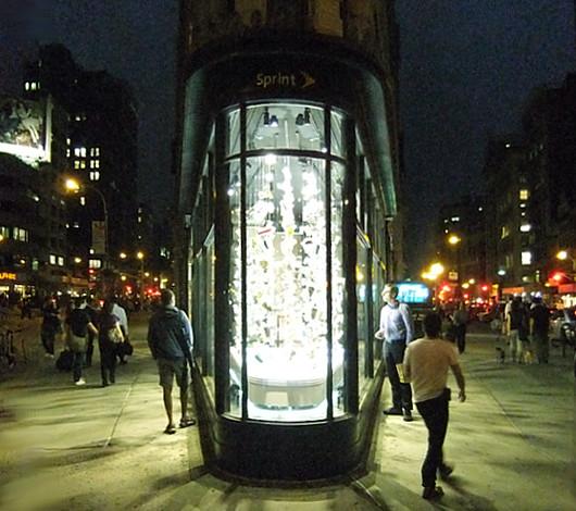 NYのフラットアイアン・ビル1階に新しいパブリック・アート展示スペース_b0007805_2194610.jpg