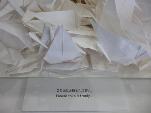 広島市現代美術館特別展 第8回ヒロシマ賞受賞記念 オノ・ヨーコ展 希望の路 YOKO ONO 2011♡*† *・。・。+_a0053662_23393720.jpg