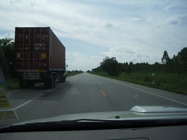 on the highway_b0131470_8164418.jpg