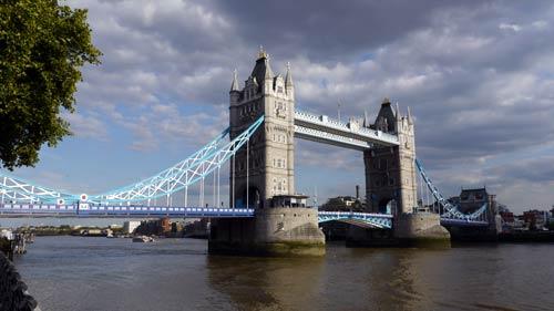ロンドン橋とよく間違えられるタワーブリッヂ。胯割きならず!_b0032617_1416429.jpg