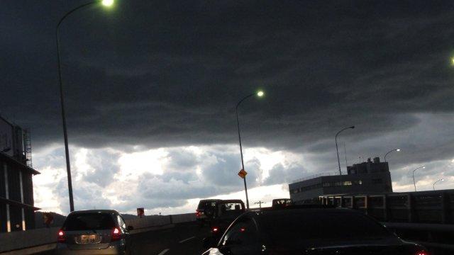 Dark clouds in radioactive Japan_c0157558_22302059.jpg