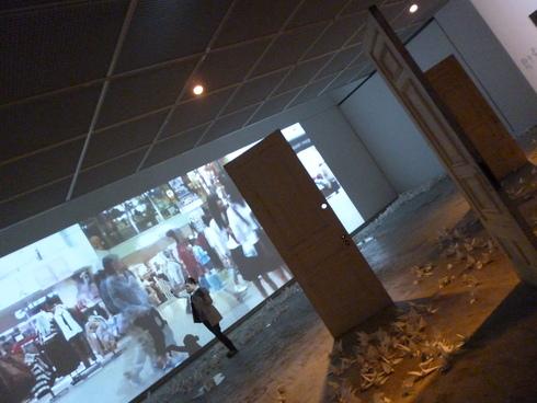 広島市現代美術館特別展 第8回ヒロシマ賞受賞記念 オノ・ヨーコ展 希望の路 YOKO ONO 2011♡*† *・。・。+_a0053662_0331224.jpg