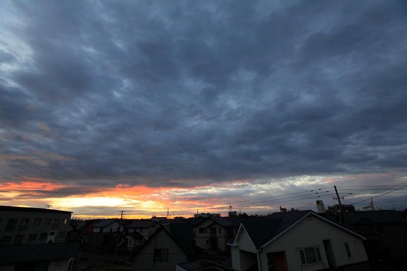 朝焼け 日の出の位置が東に 遅く上ってくる_a0160581_736376.jpg