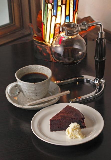 チョコレートケーキがやけに出ると思ったら_e0120837_17491119.jpg