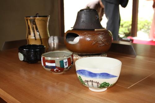 理平焼のお茶碗でお抹茶を・・・_a0155290_168837.jpg