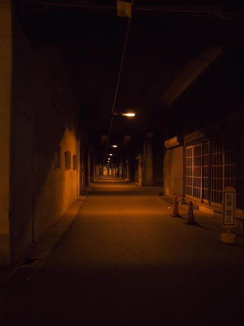 大阪の風景 中津駅高架線下_f0024992_8541777.jpg