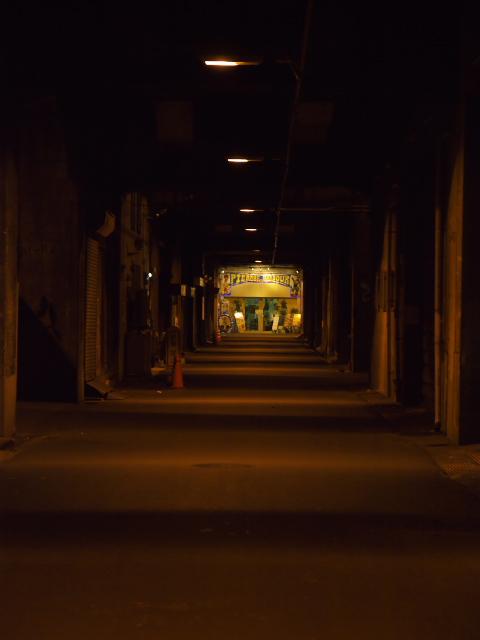 大阪の風景 中津駅高架線下_f0024992_8542847.jpg