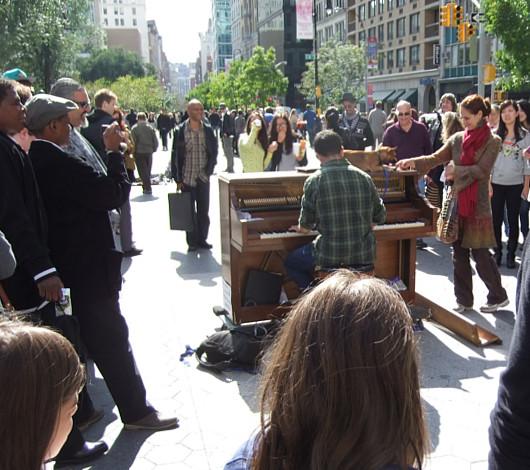 ピアノ持参でワンちゃんと全米を旅するニューヨーカー Piano Across America_b0007805_1372852.jpg