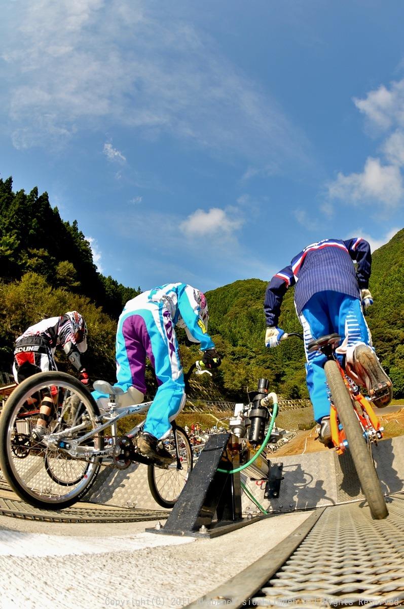BMX RACING START MANIA2011 :JOSF秩父ラウンドin秩父滝沢サイクルパーク_b0065730_2315147.jpg