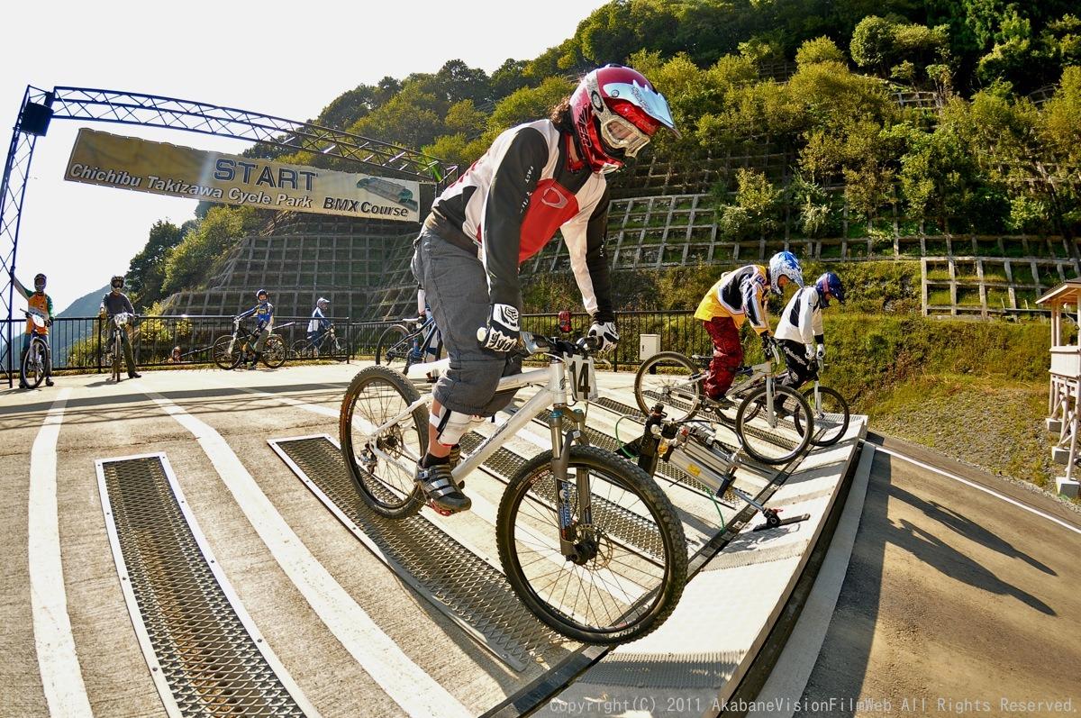 BMX RACING START MANIA2011 :JOSF秩父ラウンドin秩父滝沢サイクルパーク_b0065730_23164749.jpg