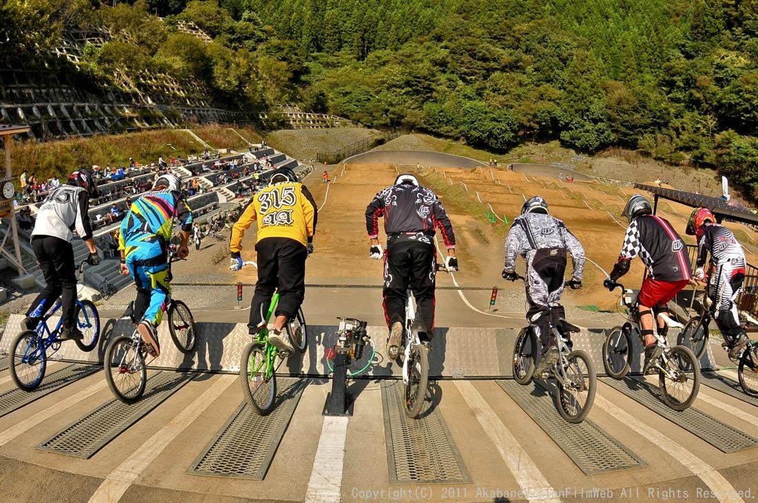 BMX RACING START MANIA2011 :JOSF秩父ラウンドin秩父滝沢サイクルパーク_b0065730_23185443.jpg
