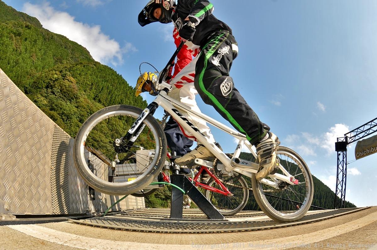 BMX RACING START MANIA2011 :JOSF秩父ラウンドin秩父滝沢サイクルパーク_b0065730_23191836.jpg