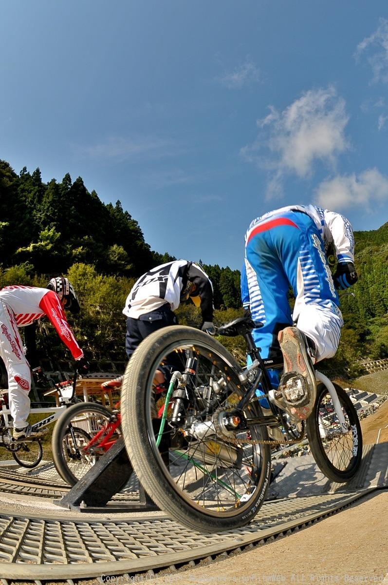 BMX RACING START MANIA2011 :JOSF秩父ラウンドin秩父滝沢サイクルパーク_b0065730_23193311.jpg