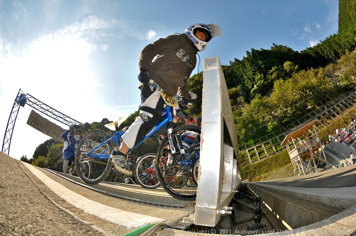 BMX RACING START MANIA2011 :JOSF秩父ラウンドin秩父滝沢サイクルパーク_b0065730_2321317.jpg