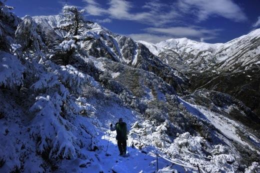 下山してくる登山者から(白馬方面は雪のため行けれないよ)の情報で少し暗い気分に..._b0194185_23105891.jpg